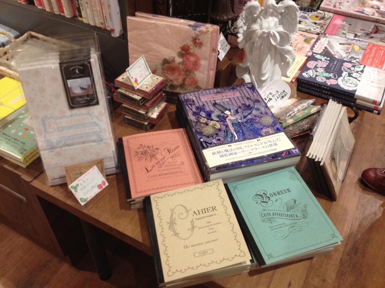 福家書店 新宿サブナード店に行きました。